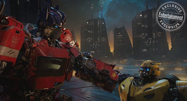 A screenshot of Optimus Prime conferring with B-127 on Cybertron in BUMBLEBEE.