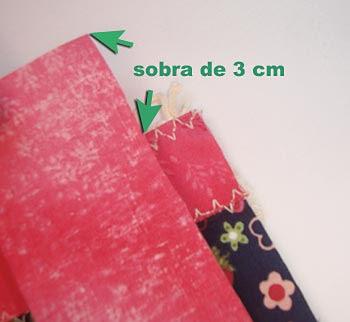 Corte uma tira de tecido lisa para fazer o viés