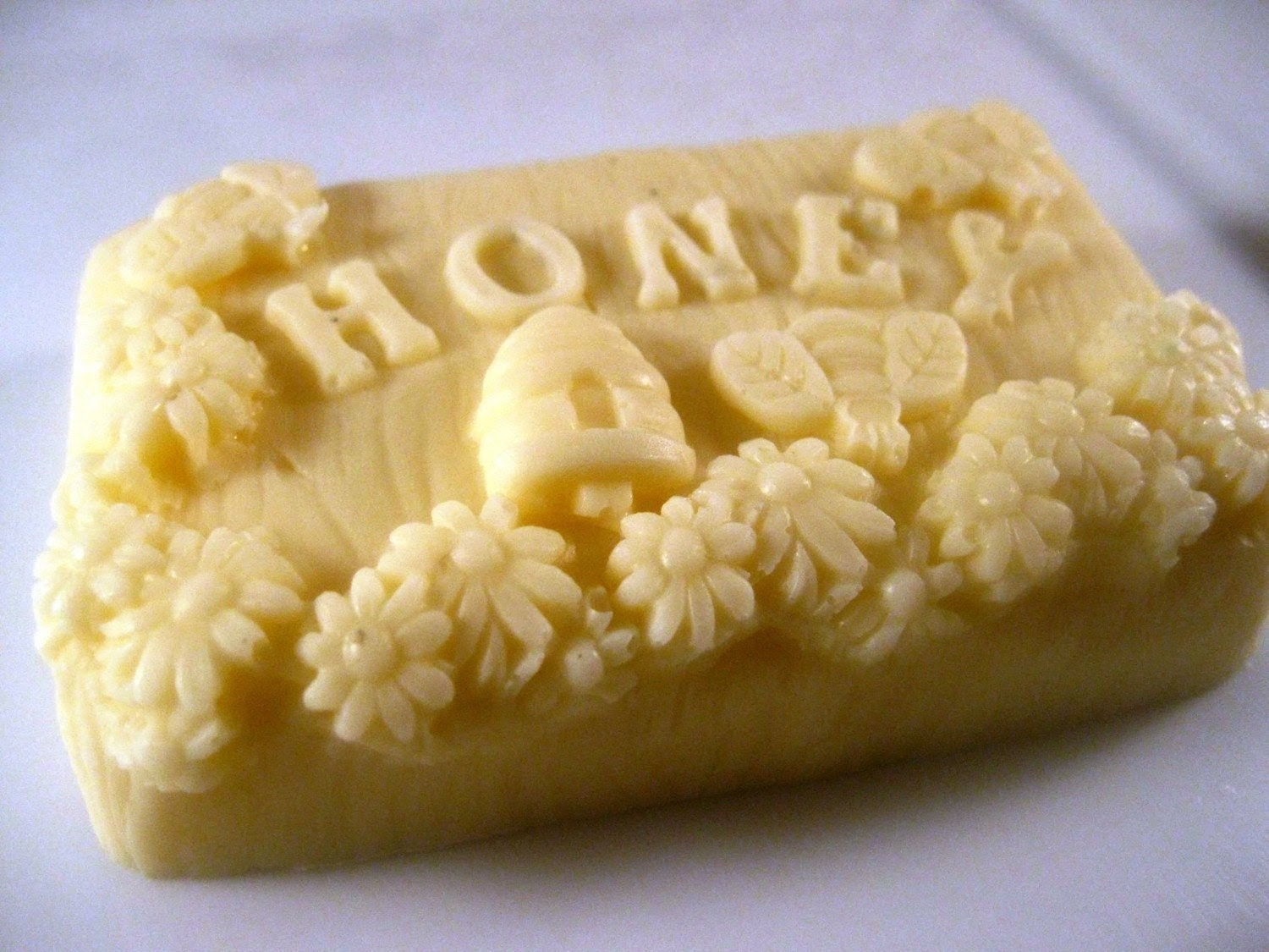 The Honey Bar-Fresh Honey and Shea Scent