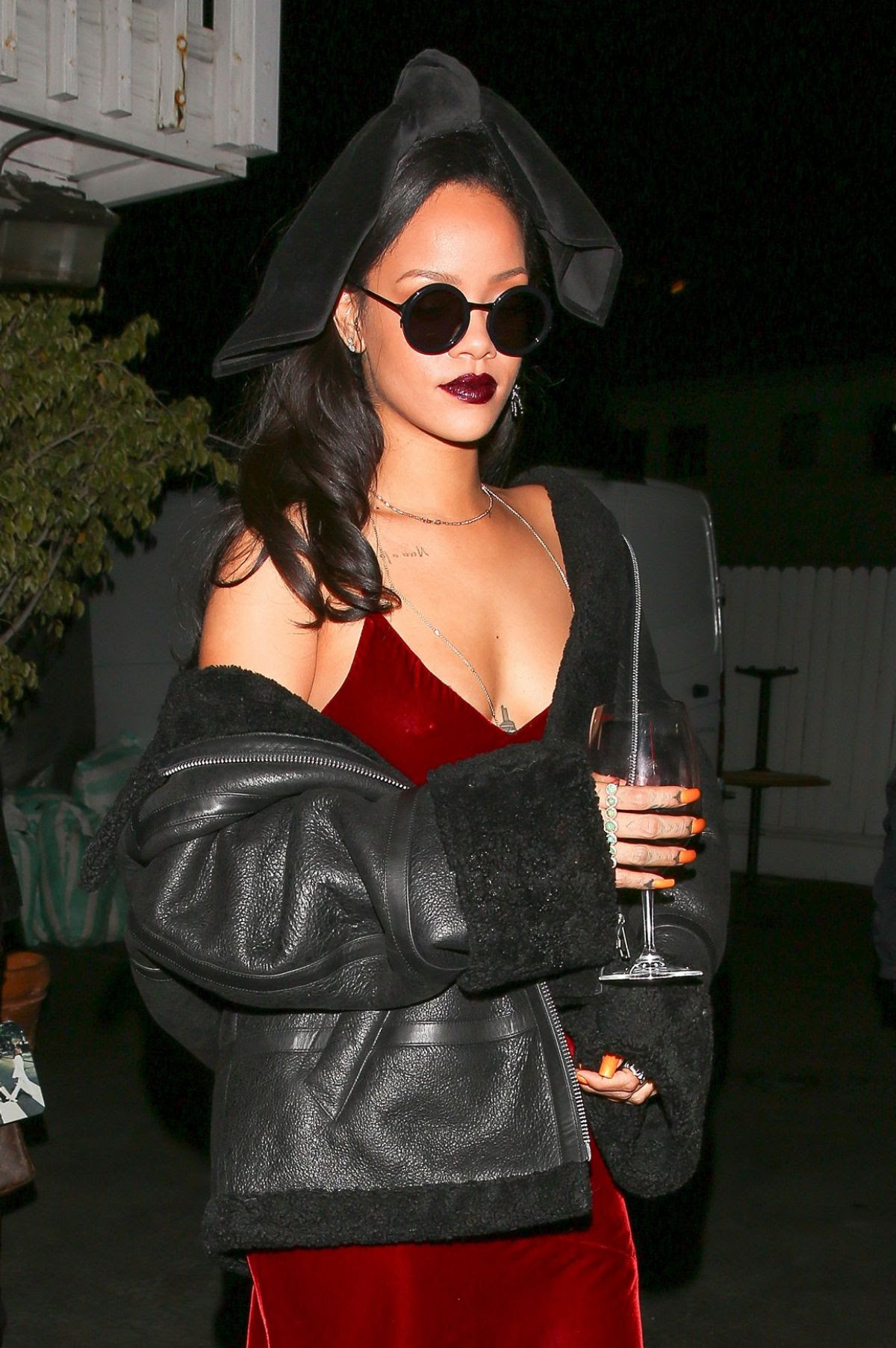 RIHANNA Leaves Giorgio Baldi Restaurant in Santa Monica 12/17/2015