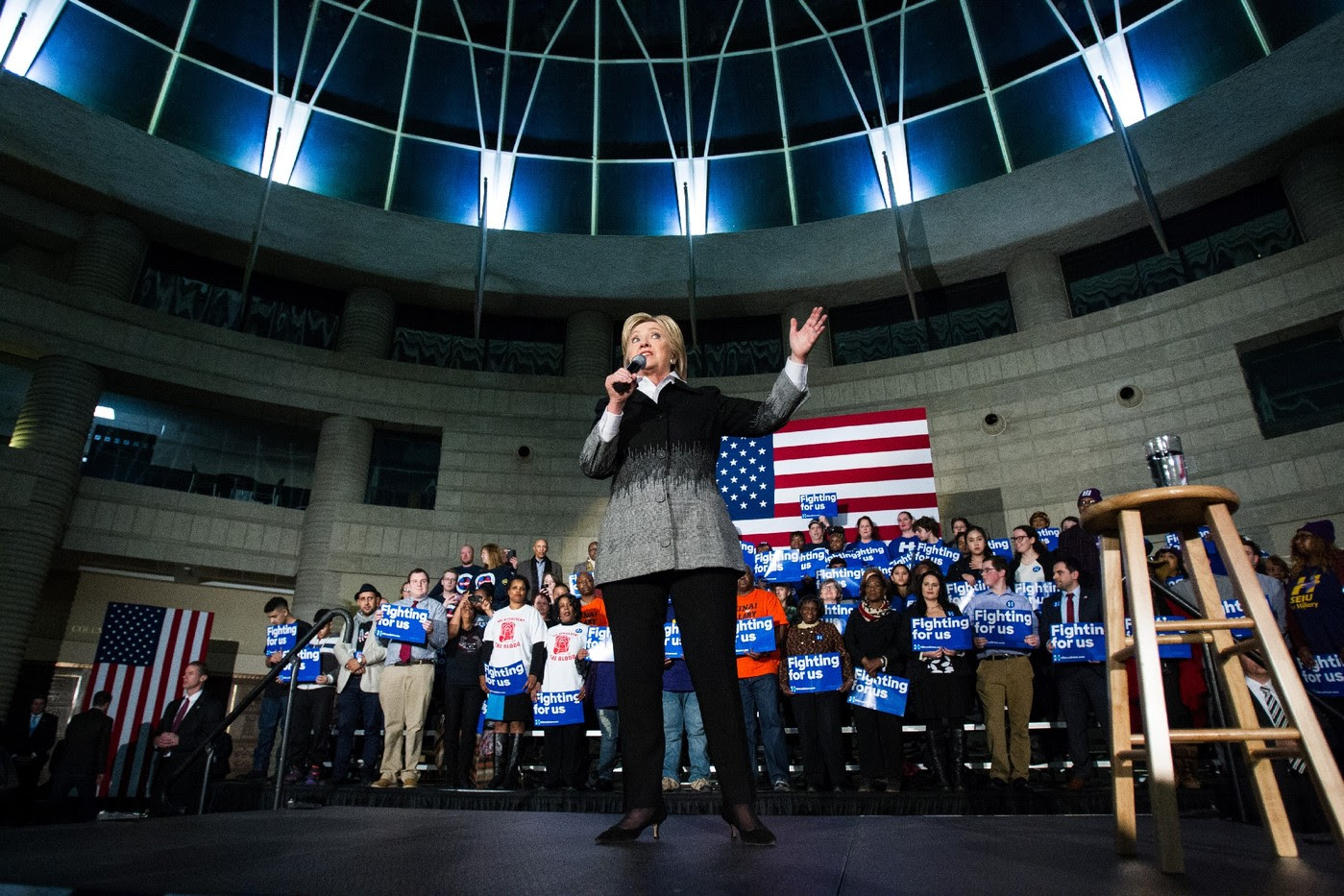 http://img.aws.la-croix.com/2016/03/09/1300745168/Hillary-Clinton-lors-reunion-electorale-Detroit-7-mars-2016_2_1400_933.jpg