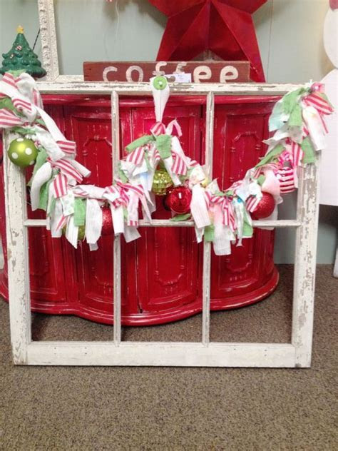 25 Rustic Christmas Window Decorations Ideas   Decoration Love