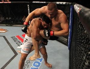 Ronny Markes em luta contra Karlos Vemola, no UFC (Foto: Divulgação/UFC)