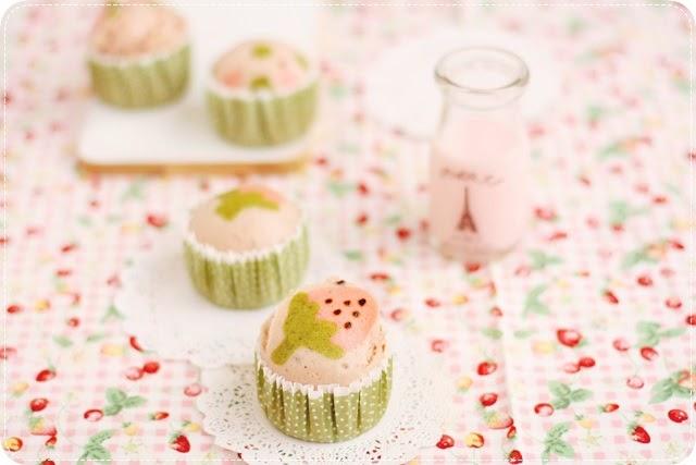 Strawberry Roll Cake Japanese Recipe: Strawberry Mushipan いちご蒸しパン