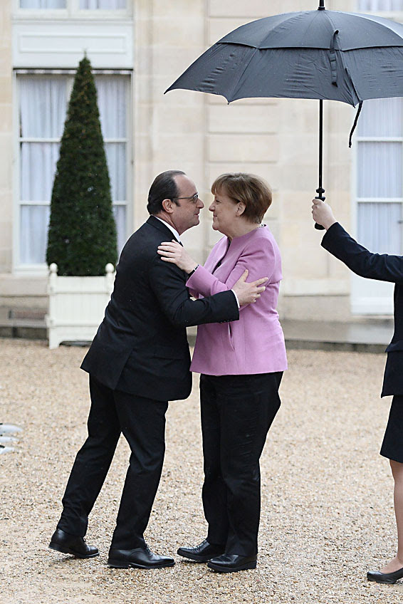 French President Francois Hollande (L) embraces German Chancellor Angela Merkel as he welcomes her upon her arrival at the Elysee Presidential Palace in Paris on March 4, 2016. / AFP / STEPHANE DE SAKUTINSTEPHANE DE SAKUTIN/AFP/Getty Images