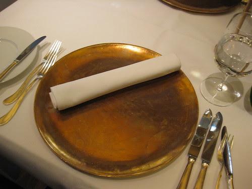 vau's table set