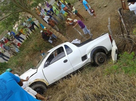 Picape Montada teria estourado o pneu. Foto: Leitor do BMF