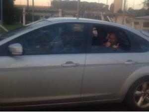 Rafael Ilha saindo da prisão, em Foz (Foto: Rodrigo Soares/ RPC TV)
