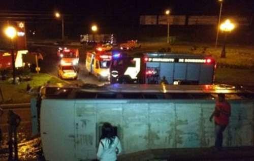 Perseguição de bandidos: ônibus tomba e uma pessoa morre
