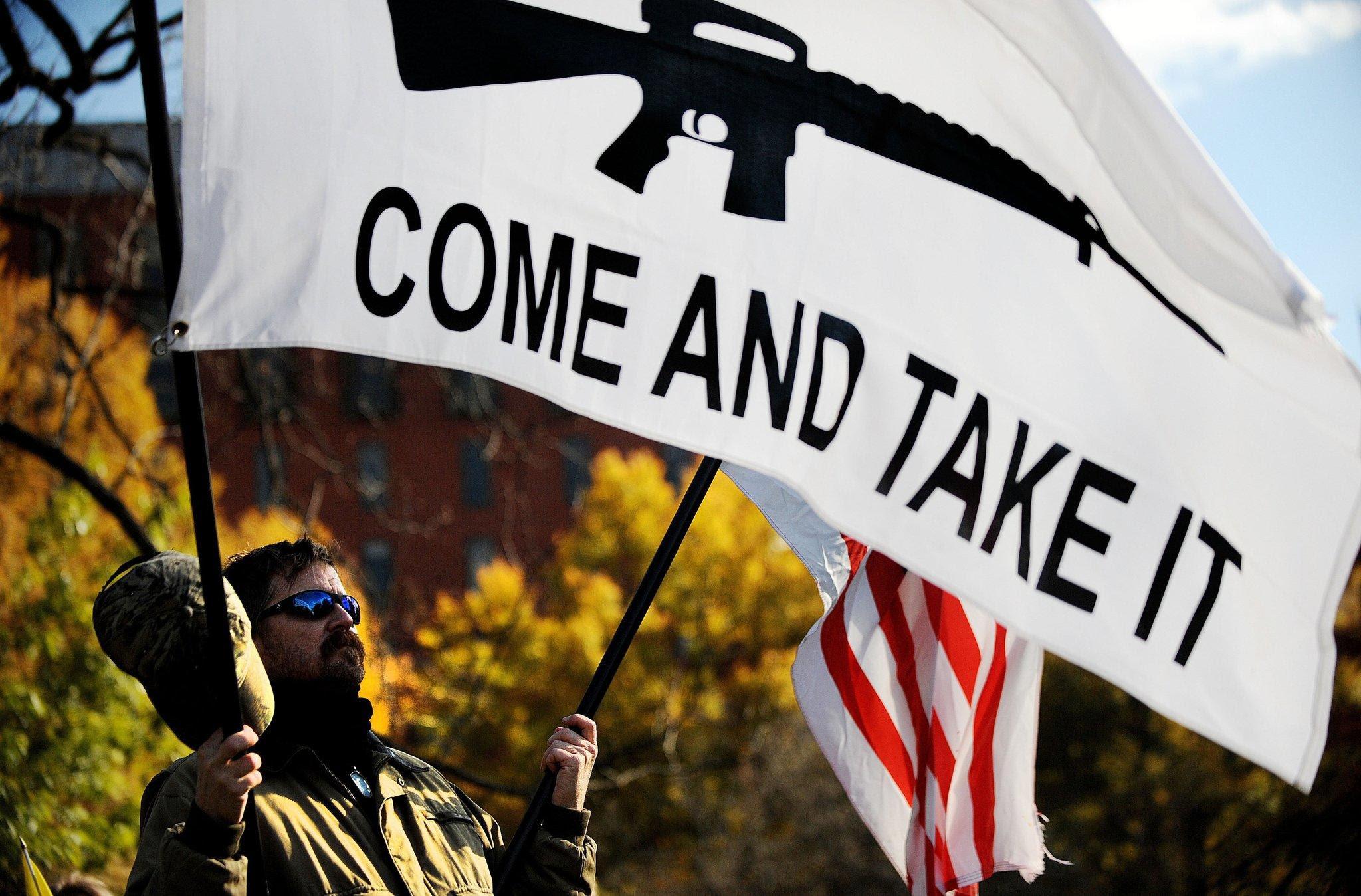 http://www.trbimg.com/img-52c74878/turbine/la-pn-guns-obama-administration-20140103-001/2048/2048x1348