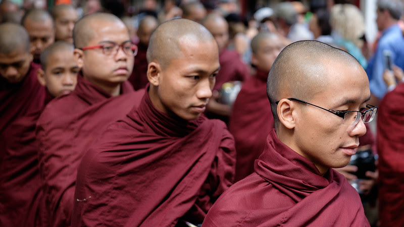 Queuing at Mahagandayon Monastery