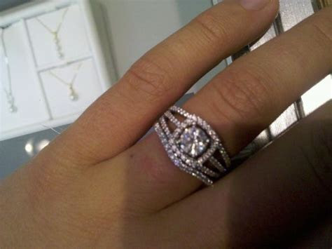 Halo rings: show me your wedding band with your halo