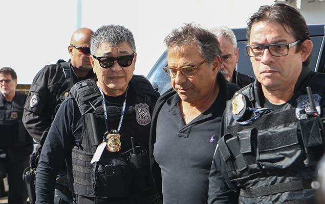 O lobista Milton Pascowitch, envolvido na Operação Lava Jato, chega ao IML de Curitiba (PR)