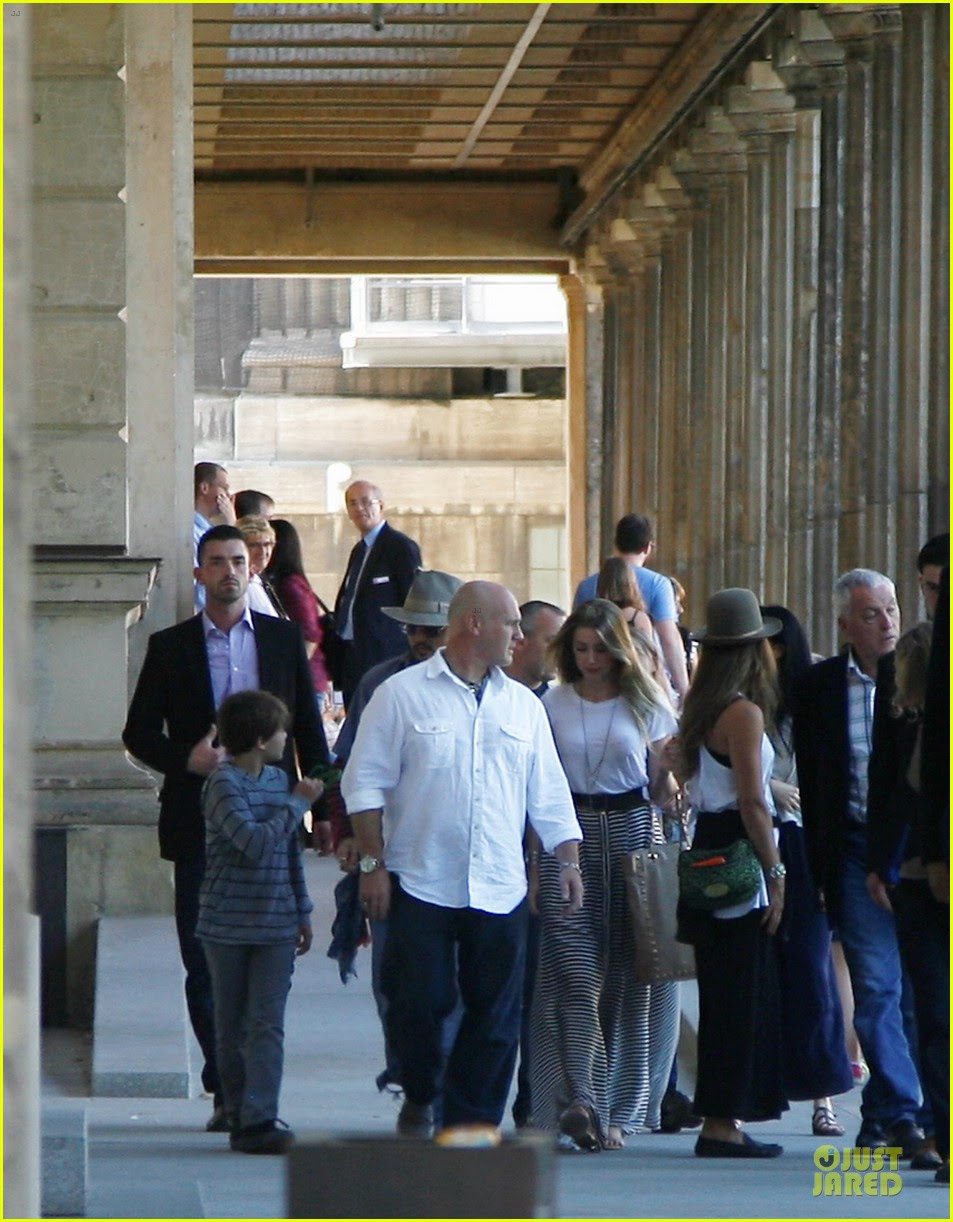 Johnny Depp Amber Heard Hold Hands At Neues Museum Photo 2912806