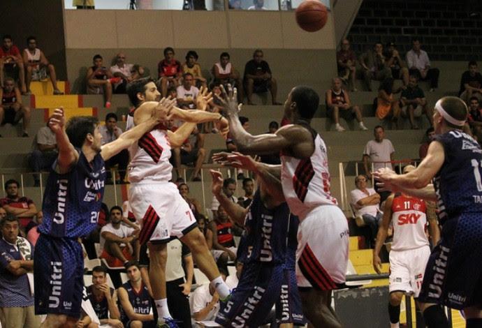 Flamengo e Uberlândia basquete pelo NBB (Foto: Gilvan Moreira/Inovafoto/COB)