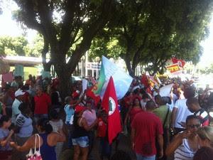 Grupo se reuniu em praça no Centro da cidade. (Foto: Sávio Scarabelli/G1)