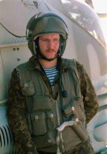 pilot-de-mi-24-in-afganistan-combinezonul-ttsko-vesta-de-protectie-casca-zsh-5b