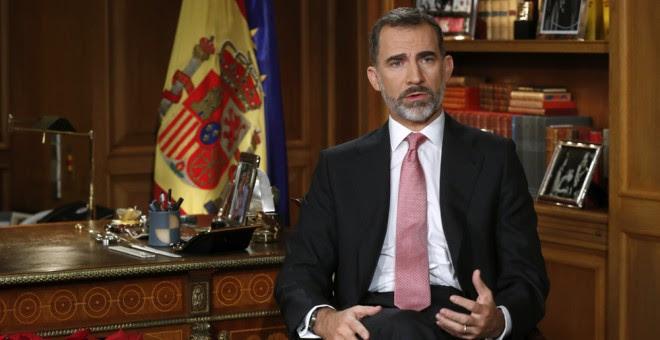 El rey Felipe VI pronuncia el tradicional mensaje de Navidad, el tercero desde que relevó a su padre, Juan Carlos, al frente de la jefatura de Estado en junio de 2014. EFE/Angel Díaz