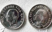 A destra la moneta vera, a sinistra quella falsa