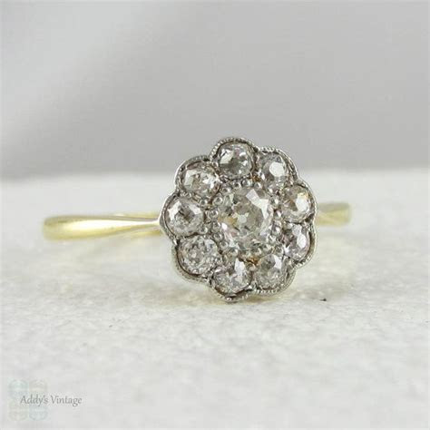 Trendy wedding rings in 2016: Daisy shaped wedding rings