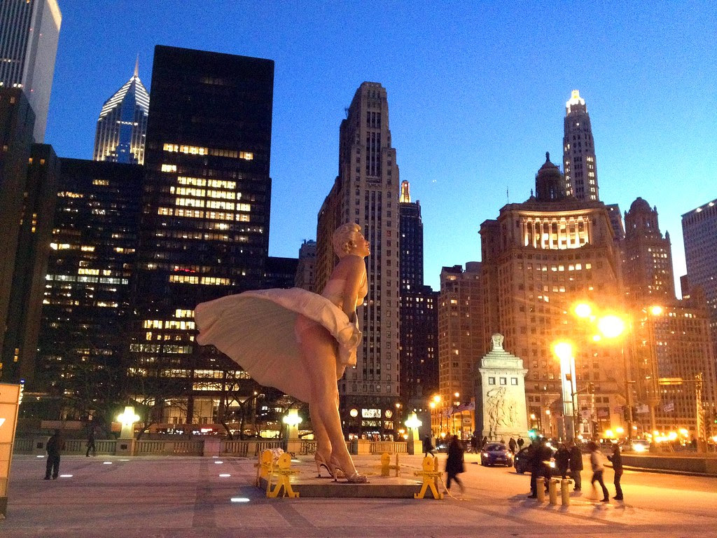 Marilyn Monroe Statue - Chicago Skyline at Night - Windy City - See Highlights From Around Chicago, Illinois! (via Wading in Big Shoes)