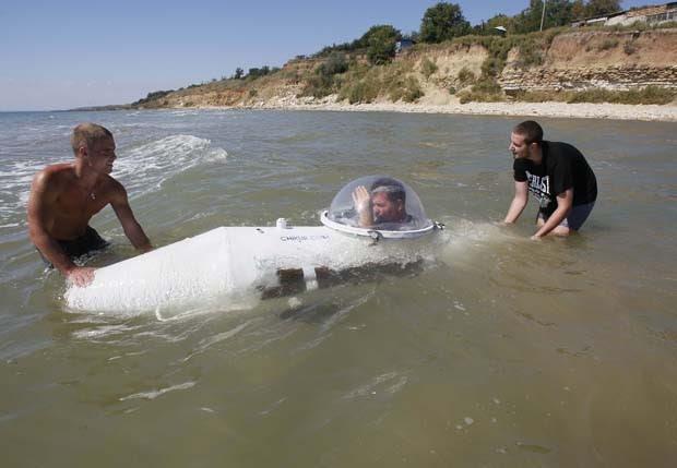 Vasyl Chikur faz a estreia do seu submarino na Ucrânia (Foto: Gleb Garanich/Reuters)