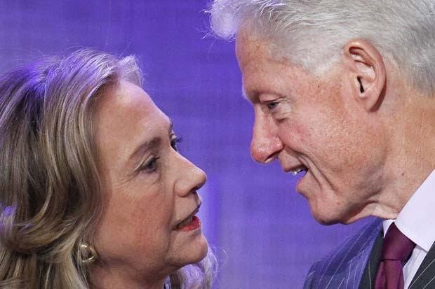A ex-secretária de Estado dos EUA, Hillary Clinton, e o ex-presidente Bill Clinton (Foto: AP)