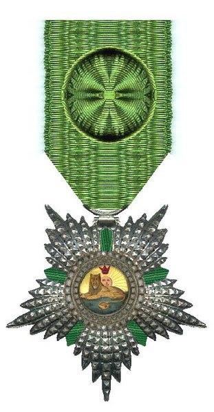 Archivo: Officier in de Orde van de Leeuw en de Zon Irán rond 1900 Civiele Divisie.jpg