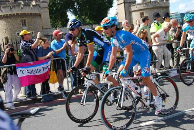 The Peleton passing the Tower of London on Stage One to Canterbury.