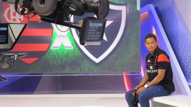 Carlos Eduardo, do Flamengo, no Globo Esporte 1 (Foto: Júlia Pecci/ Globoesporte.com)