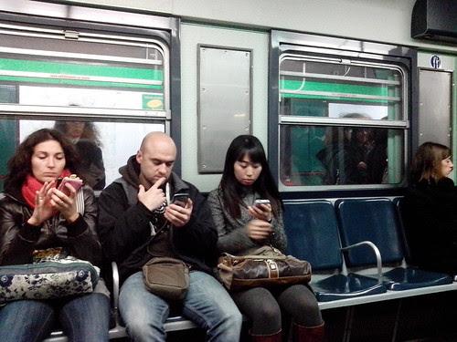 Smartphone tre su quattro by Ylbert Durishti