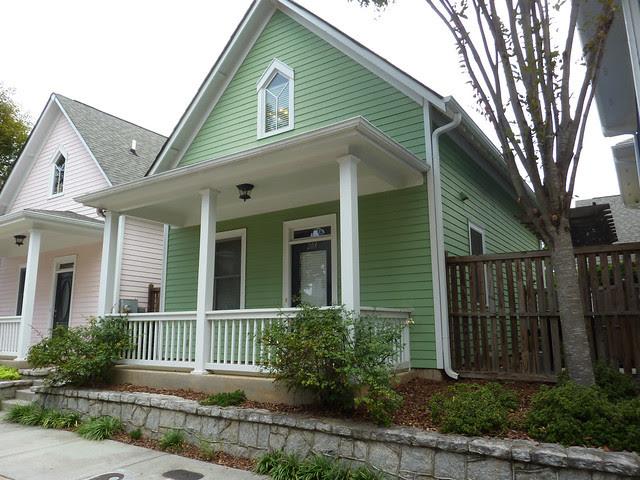 P1110972-2012-09-16-O4W-Tour-of-Homes-Rainbow-Row-oblique-green-6