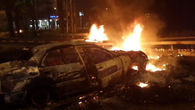 Torched car in Qalansawe (Photo: Hassan Shaalan)