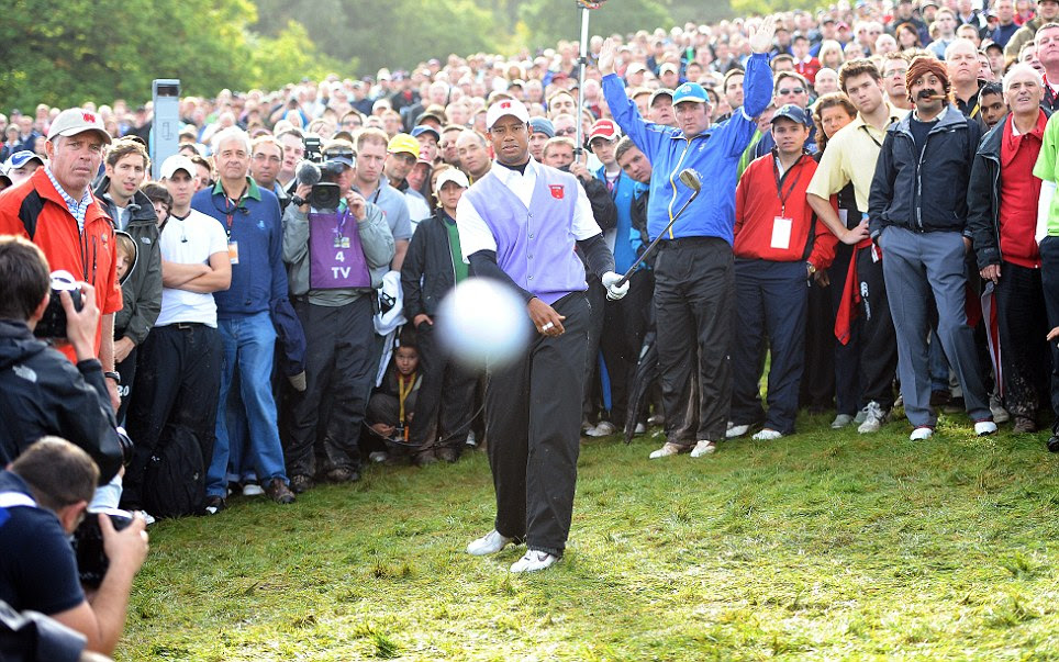 Smile, Tiger: Woods shoots straight at photographer Pain