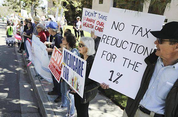 Manifestantes piden seguros médicos en EEUU. Foto: EFE.