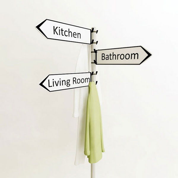 Вешалка для одежды с указателями комнат