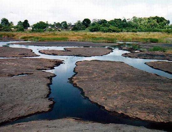 Λίμνη από άσφαλτο (1)