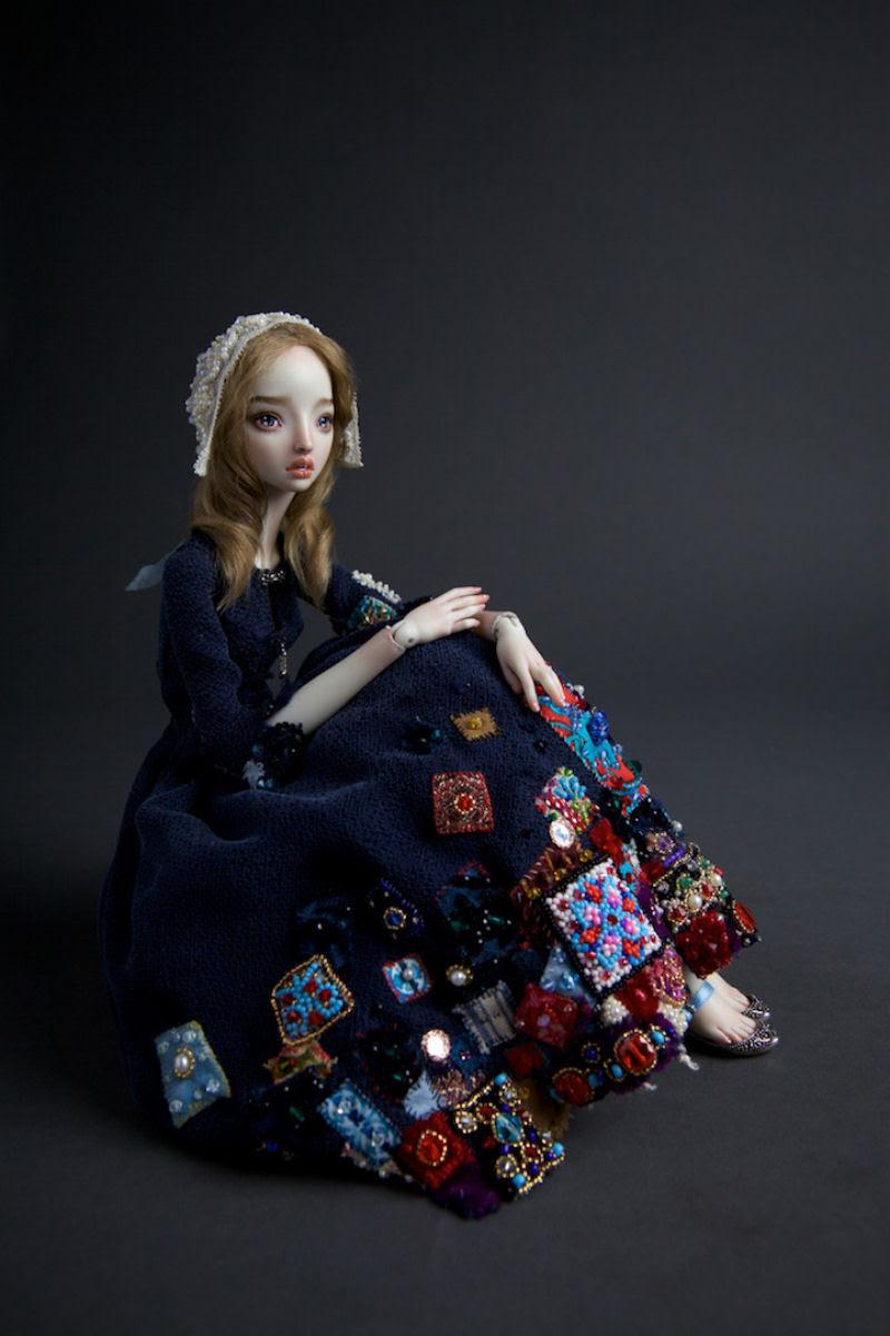 Elegantes bonecas lacrimejantes transmitem a complexidade das emoções humanas 21