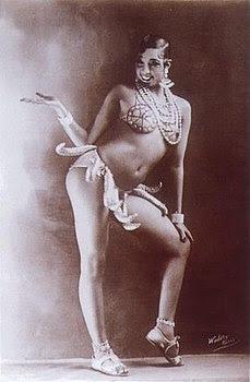 Joséphine Baker in un suo celebre costume