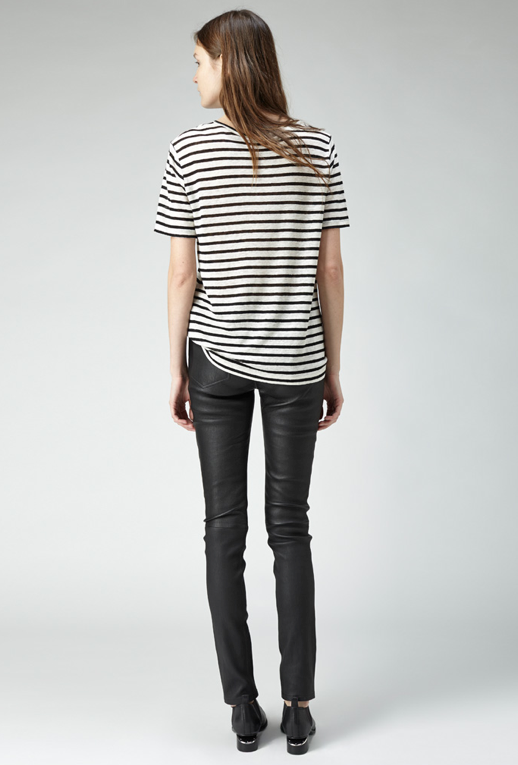 LE FASHION BLOG THE PERFECT BLACK  WHITE STRIPE STRIPED TEE TSHIRT SHIRT TOP T BY ALEXANDER WANG LINEN AND SILK STRIPES SHORT SLEEVE LEATHER PANTS CUT OUT MIRROR HEEL FLAT OXFORD