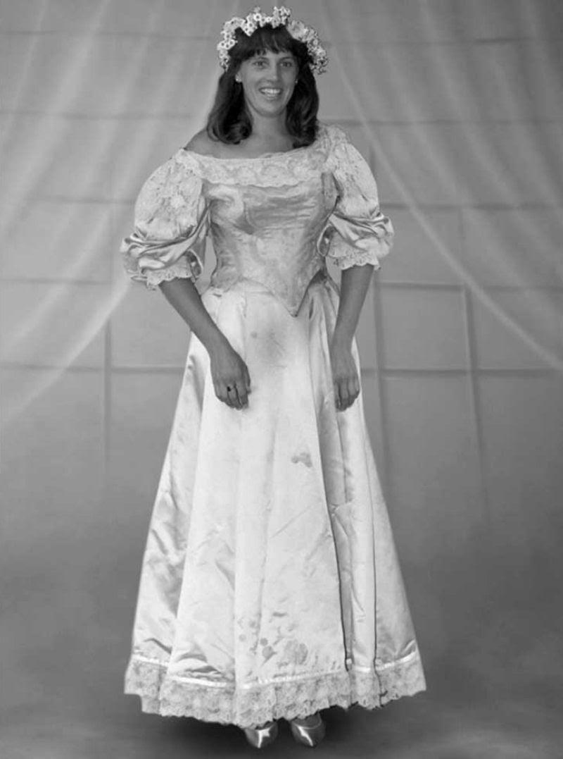 Todo mundo viu este vestido de noiva de 120 anos de antiguidade, exceto uma pessoa 10