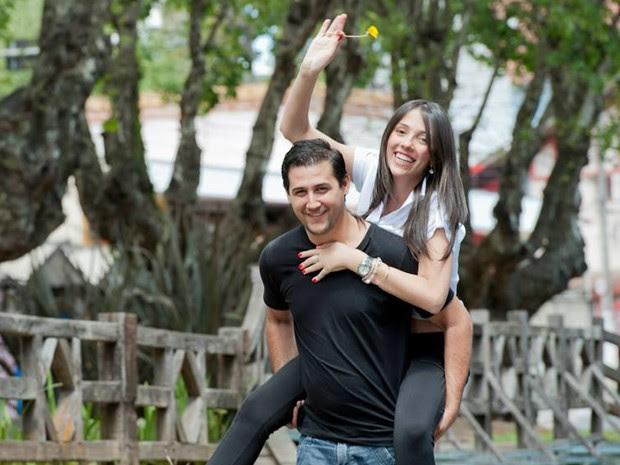 Casal Katia e Luciano morreu após a queda de raio no litoral de SP (Foto: Reprodução/Facebook)