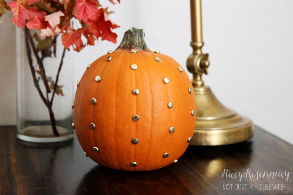 gold dot pumpkin 1024x682 Gold Studded Pumpkin {And more 10 minute decorating ideas}