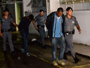 Dois suspeitos foram detidos (Foto: Edu Silva/Futura Press/Estadão Conteúdo)