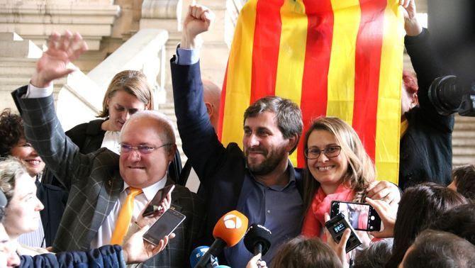 Els tres consellers cessats pel 155 expressant la seva satisfacció per la decisió de la justícia belga (ACN)