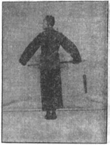 《昆吾劍譜》 李凌霄 (1935) - posture 1