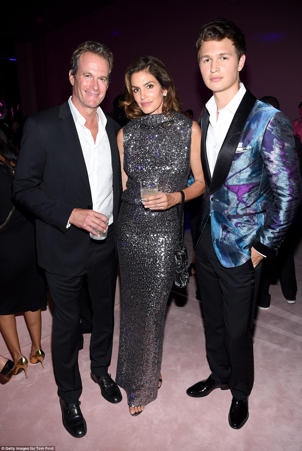 The couple also took time to pose with actor Ansel Elgort before the show