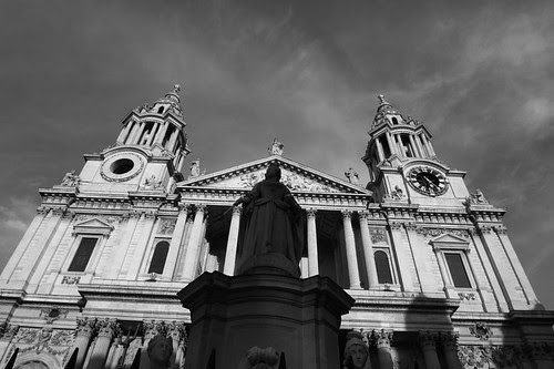 St. Peter's with Queen Anne in front