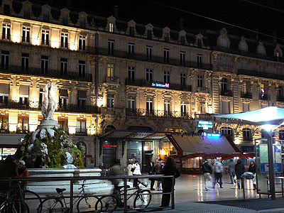 place de la Comédie at night.jpg