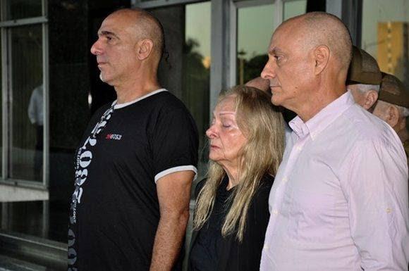 2-el-dolor-de-la-familia-se-comparte-con-el-del-pueblo-foto-roberto-garaicoa-martinez-cubadebate